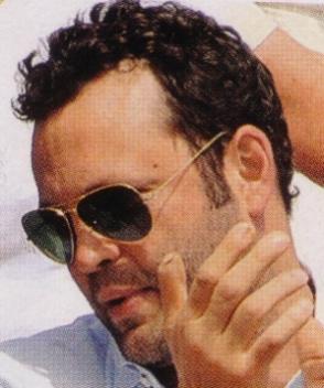 Vince Vaughn – Ray-Ban – 3025
