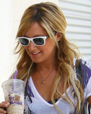 Ashley Tisdale - Ray-Ban - RB 2132