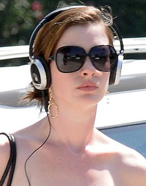 Anne Hathaway - YSL - 6134/S