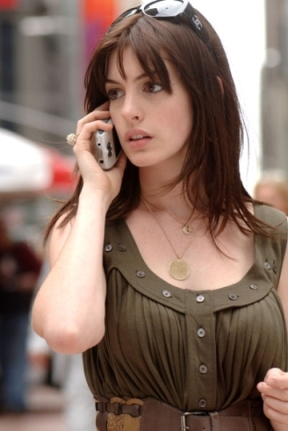 Anne Hathaway Devil Wears Prada Chanel 5012