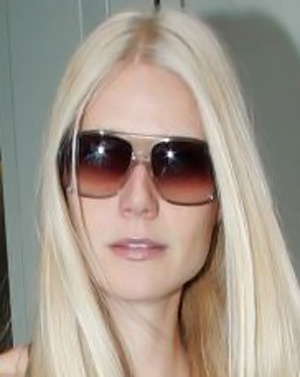 Gwyneth Paltrow – Oliver Goldsmith – Carl